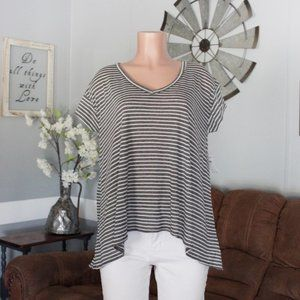 NWT Abound Black & White V-Neck Tee Size Large